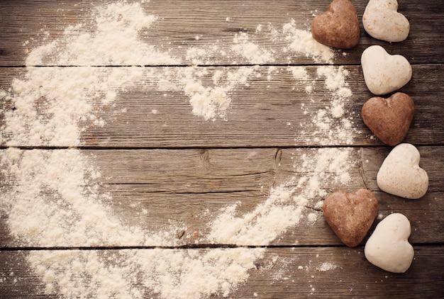 木製の背景上のクッキーの中心