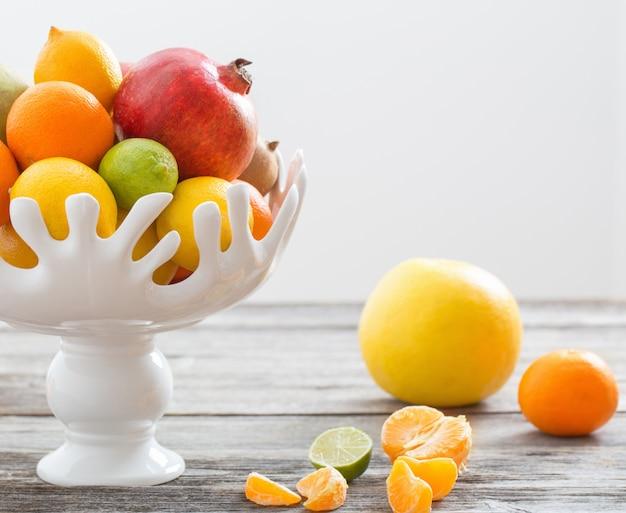 Натюрморт с фруктами в вазе