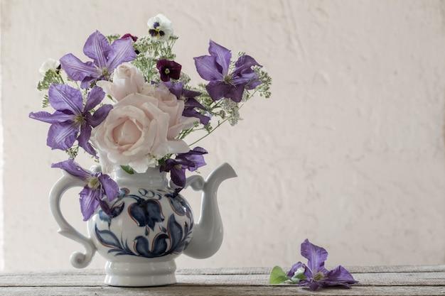 素朴なスタイルの美しい花束