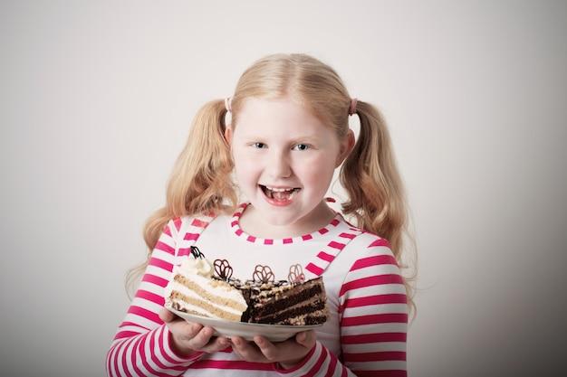 ケーキと面白い子少女