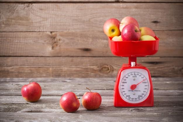 赤い鱗のりんご