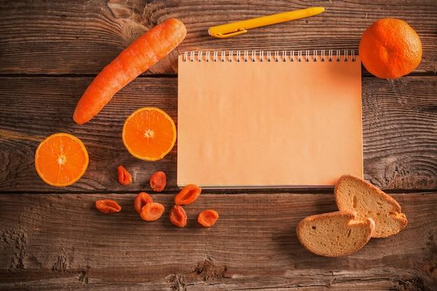 オレンジ色の果物と野菜の木製の背景