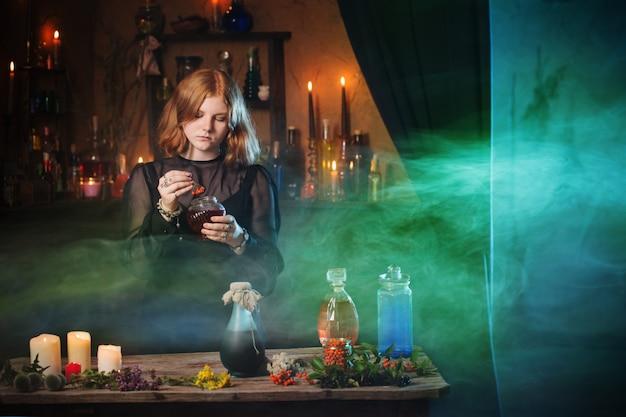 家の若い魔女。ハロウィーンのコンセプト
