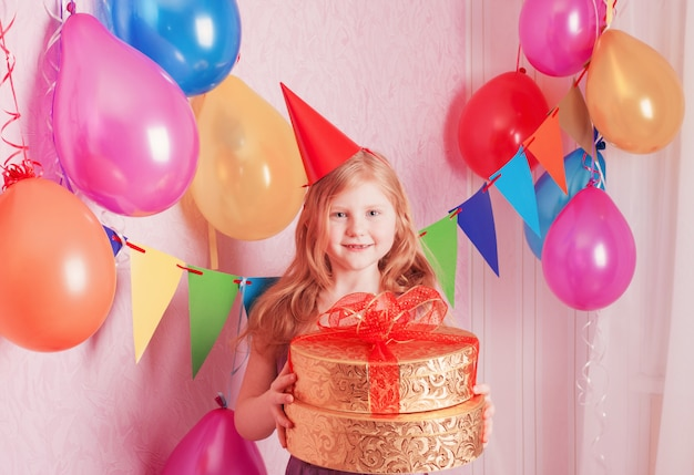 誕生日の女の子とギフト