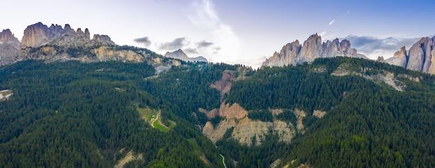 Панорамный вид с воздуха группы розенгартен, альпы, доломиты, альто-адидже, италия