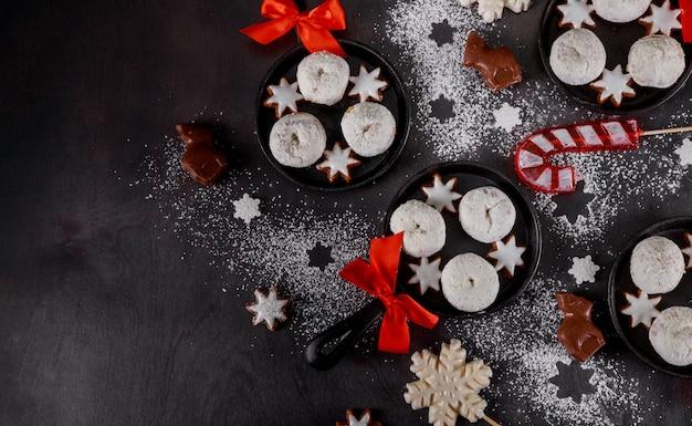 Рождественская сковорода с вкусными мини-пончиками