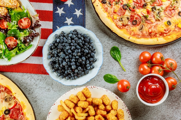 Таблица национальной партии с очень вкусной едой на американский праздник.