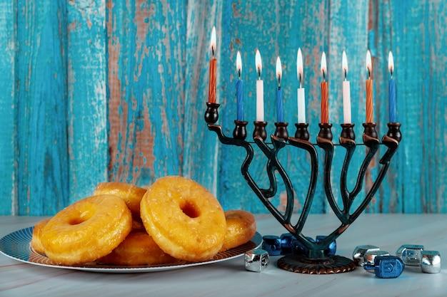 本枝の燭台、ドーナツ、ドレイドルとハヌカの組成