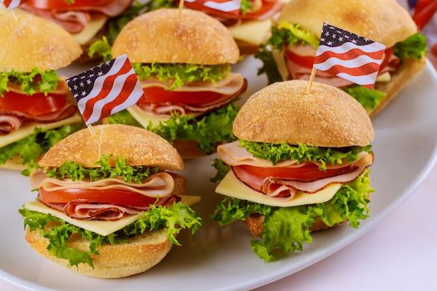 Бутерброды с американским флагом для патриотической вечеринки