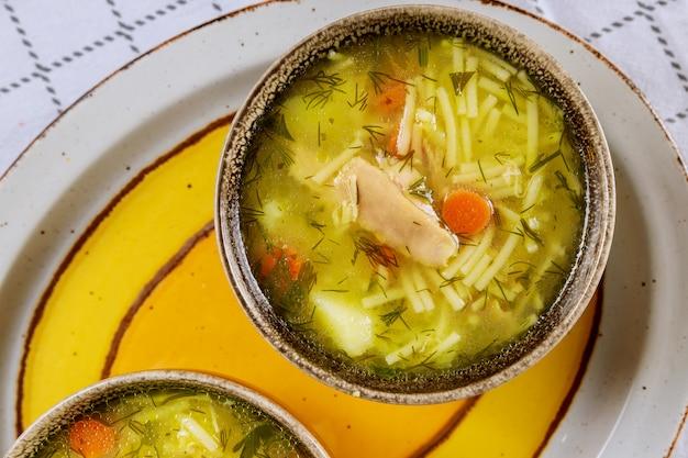 Куриный суп с лапшой, картофелем и зеленью