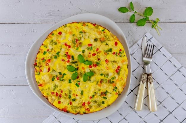 野菜のオムレツと朝の朝食