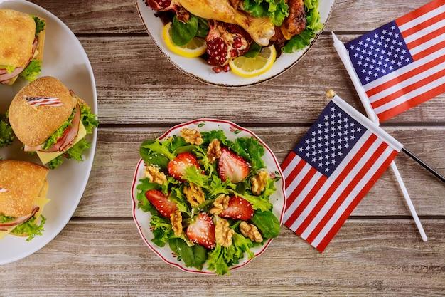 アメリカの休日の独立、大統領、記念日を祝うためのパーティーテーブル。