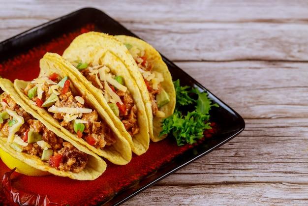 タコスの詰め物、メキシコ料理のタコス。