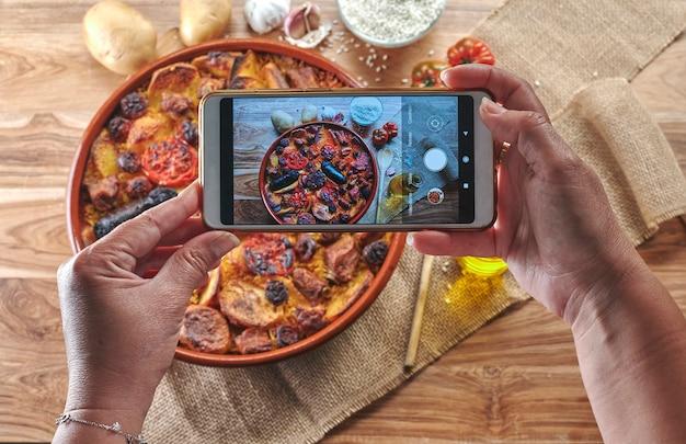 Использование устройства для портретирования традиционного печеного риса.