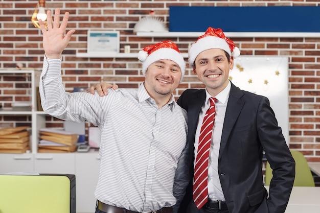 Празднование рождества в офисе