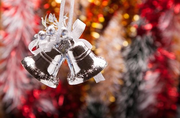 ハンドベルで飾られたクリスマスガーランド