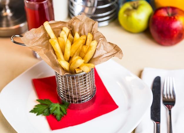 お子様メニューのレストラン料理-スティックポテトロースト無料