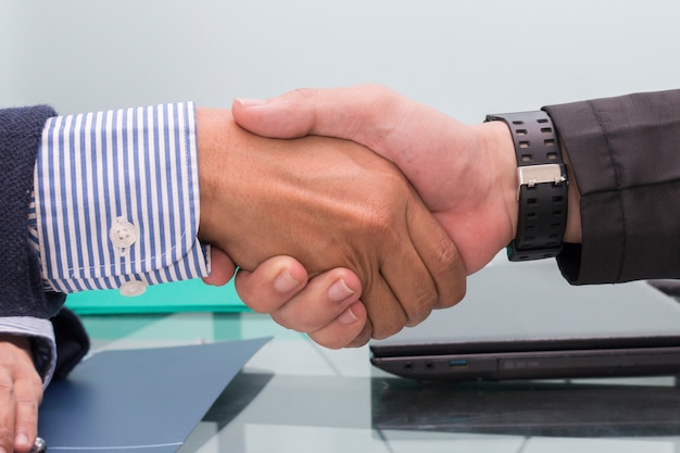 ビジネスマン、握手