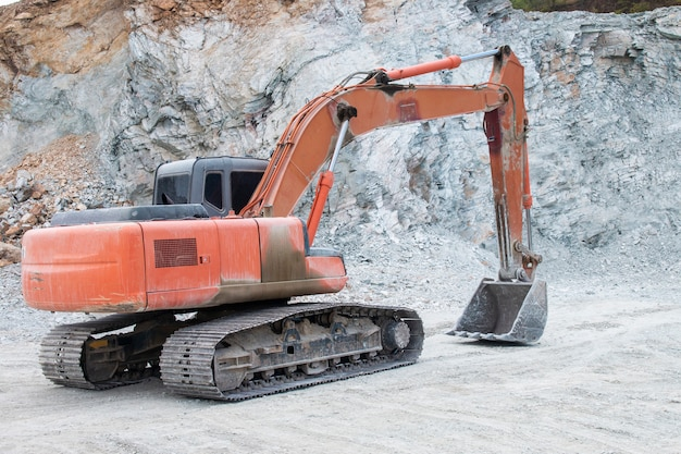 建設現場の掘削機