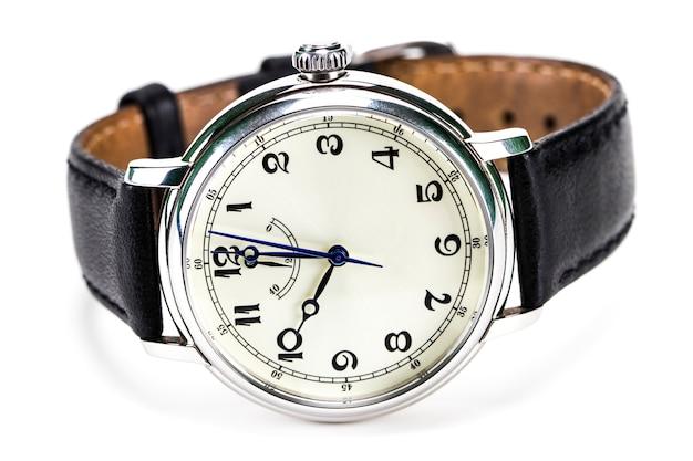 白で隔離される男性の腕時計