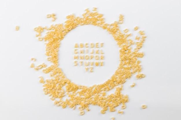 Алфавит из макаронных букв на белом фоне
