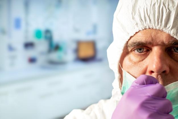 医学または研究の科学者。生物学的保護の流行性ウイルスの発生の概念の科学者