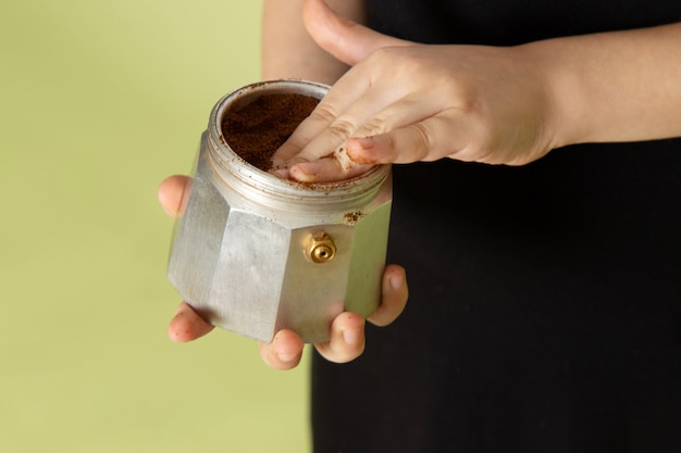 Вид спереди порошкообразного кофе