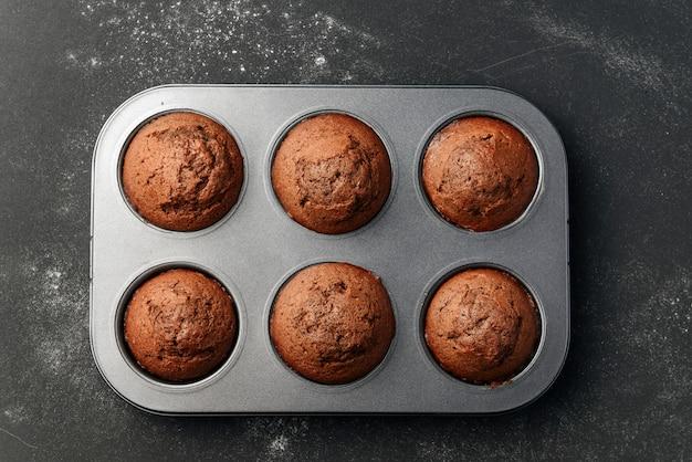 Домашние кексы в форму для выпечки.