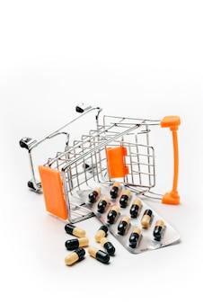 医薬品が入った反転型ショッピングカート