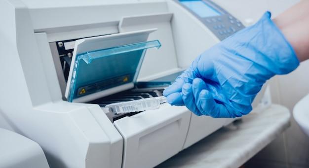 医療機器。生化学検査。技術