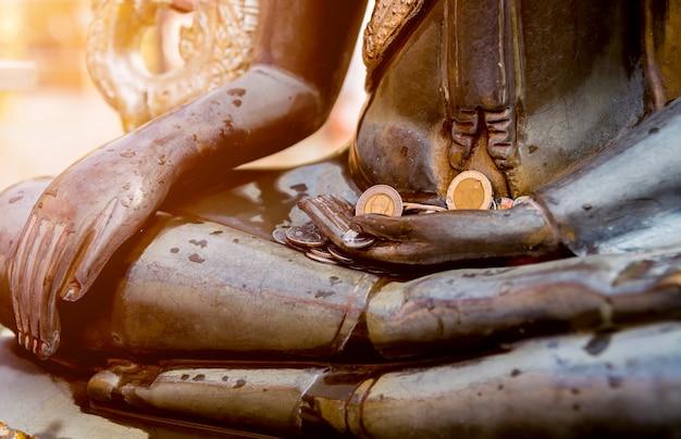 Детали буддийского виска в таиланде.