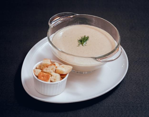 パンプキンとニンジンのスープ、クリームとパセリ