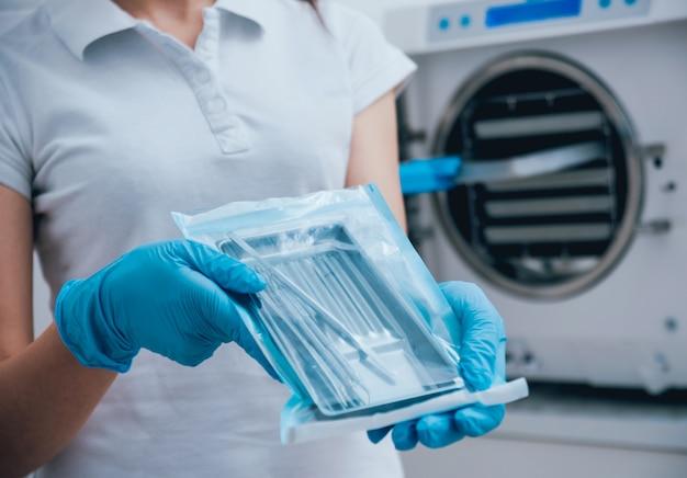 オートクレーブ内の医療器具の滅菌