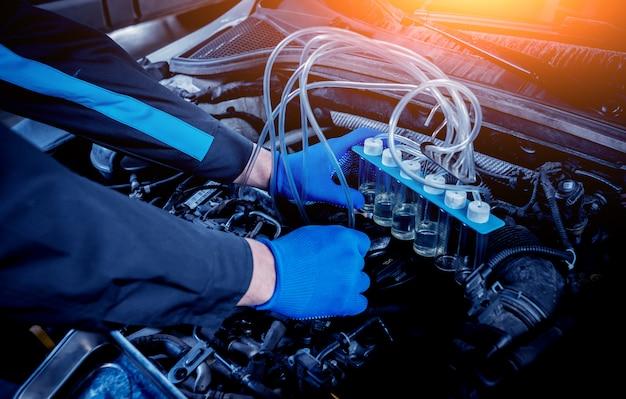 エンジンインジェクターの洗浄。自動車修理。