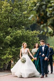 素晴らしいカップルの非常に美しい結婚式、結婚式の日。