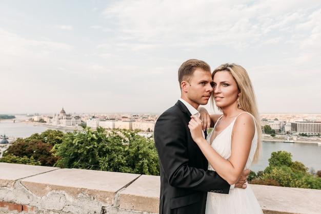 Портрет пары в день их свадьбы