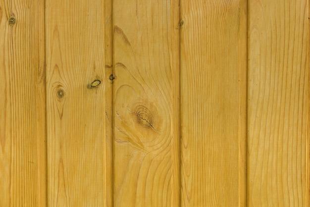 明るい色合いのパイン下見板張り、木製の背景、建設および仕上げ作業用材料