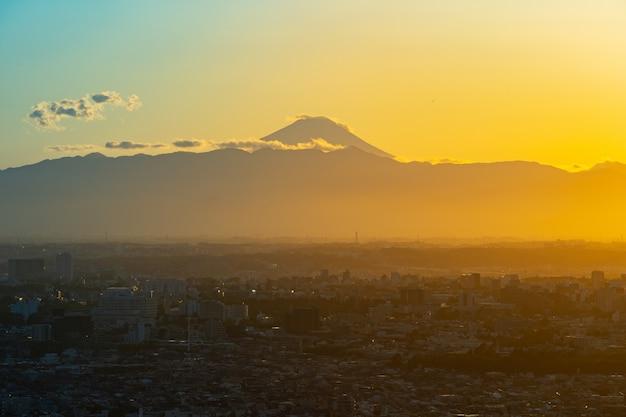 夜の時間、富士山と東京市