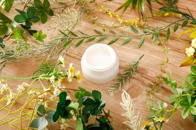 Органический крем для ухода за кожей
