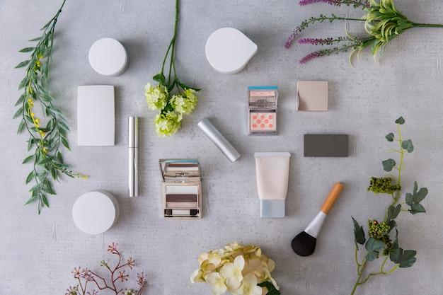 Вид набора инструментов для макияжа