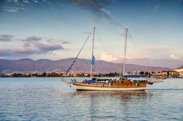 Вид на эгейское море недалеко от мармариса, турция