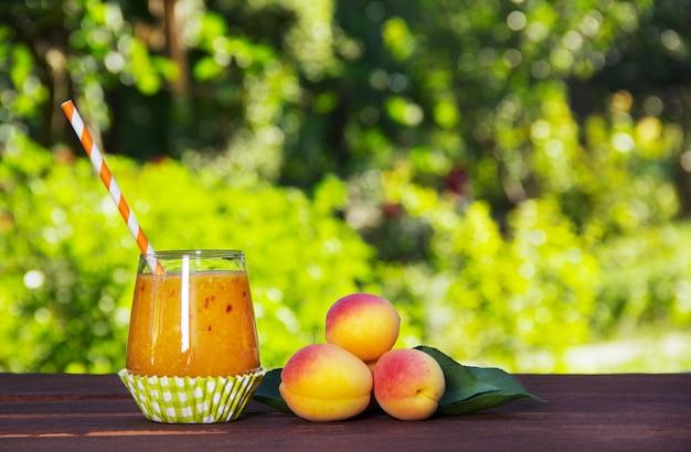 Домашние смузи из сочных спелых абрикосов