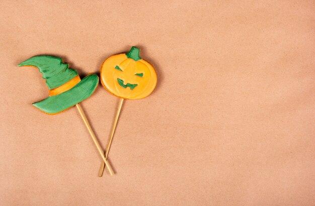 用紙の背景にジンジャーブレッドクッキー