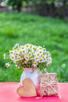カモミールの花束とギフトボックス