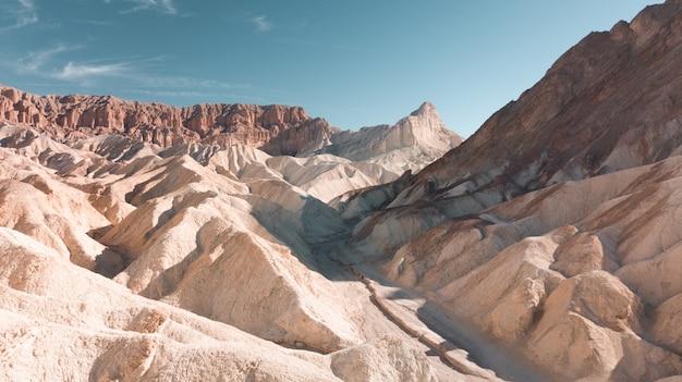 白い石の峡谷の美しいワイドショット