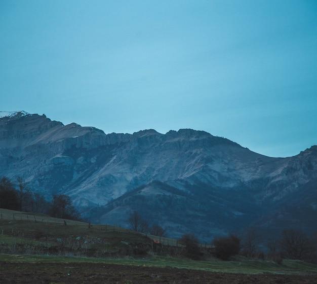 Красивые холмы и небо
