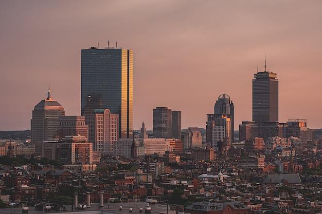ドローンで撮影した美しい頭上都市の景観