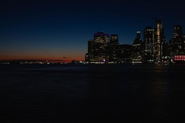 Красивая река манхэттена и закат