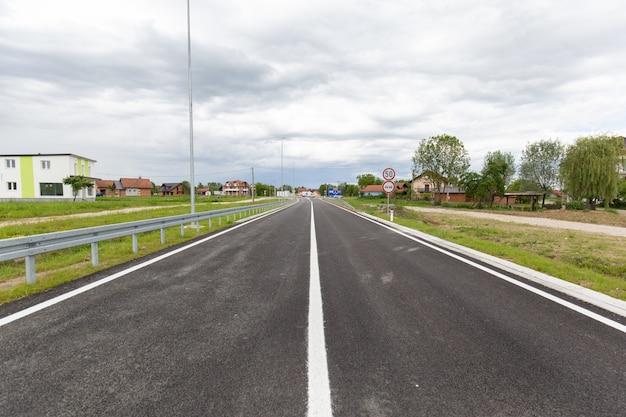 ボスニアヘルツェゴビナのブルコ地区に最近建設された高速道路