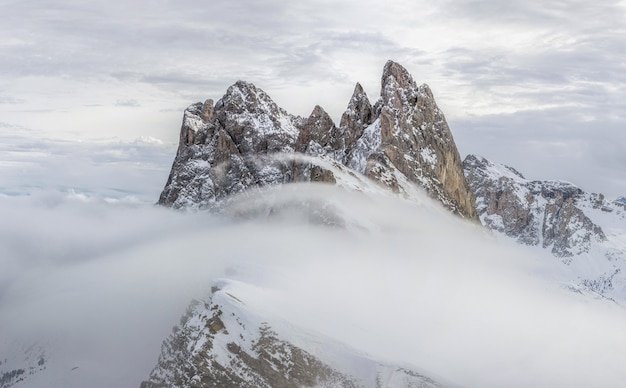 Метель в снежных горах